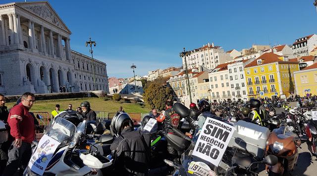 Manifestação na defesa das motos com milhares em protesto Rui%2BCotrim_27983026_1682083055171914_8051764410615408248_o