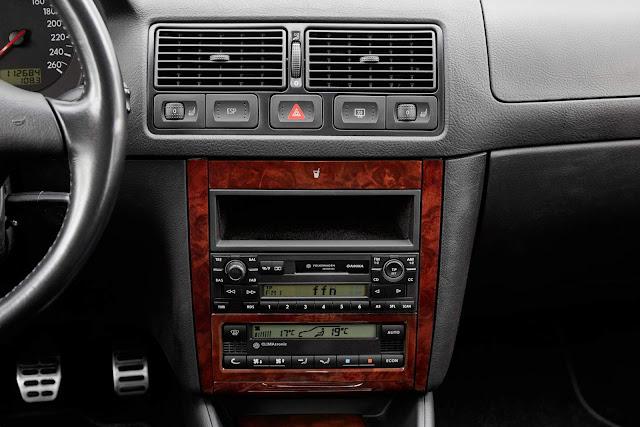 Volkswagen Golf MKIV - interior - painel