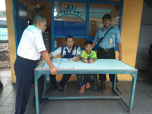 Hilang Dari Rumah, Anak Ini Ditemukan Jadi Kernet Bus di Jakarta