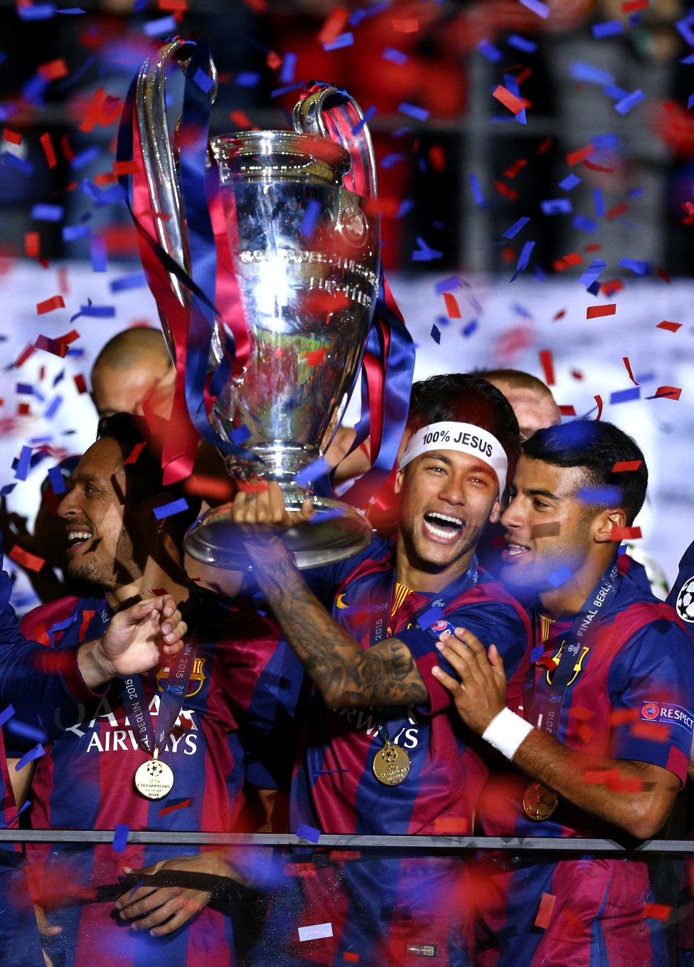 Spanien Urgestein Iniesta hält Barca bis 2015 die Treue