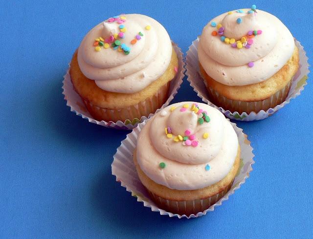 Classic Vanilla Buttercream Icing recipe, cupcake icing recipe, vanilla butter icing recipe
