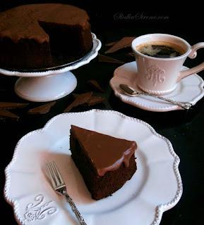 http://www.slodkastrona.com/2014/06/proste-czekoladowe-ciasto.html