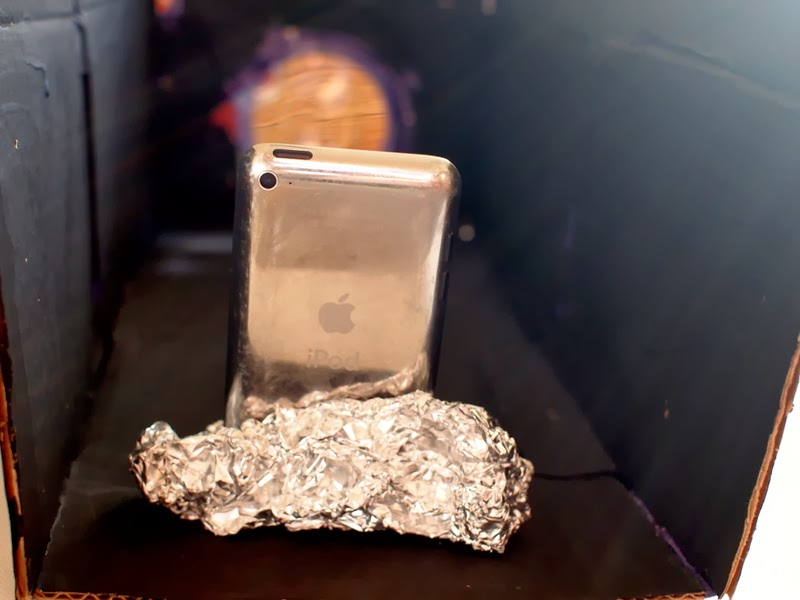 Place iPod in aluminum foil to project image