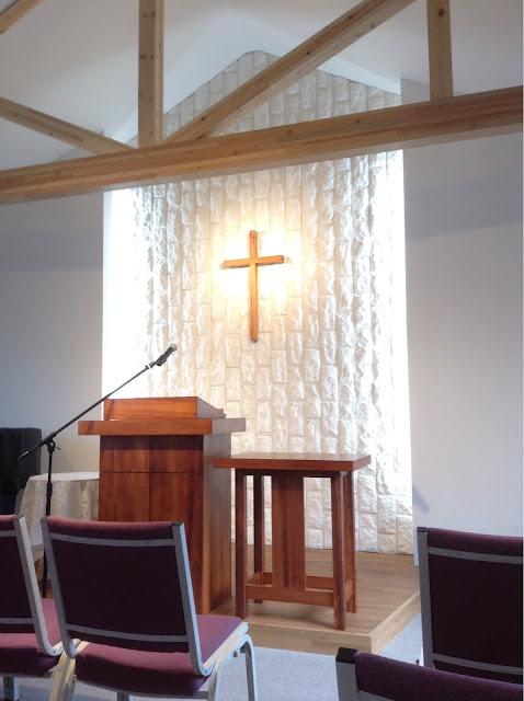 講壇と聖餐卓