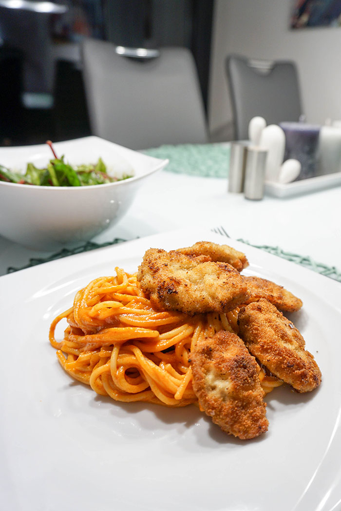 Piccata Milanese mit Tomatenspaghetti