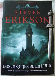 Portada del libro Los jardines de la luna, de Steven Erikson