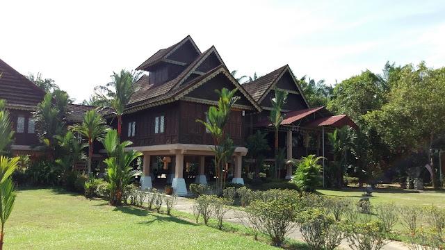 Replika Istana Raja Melewar