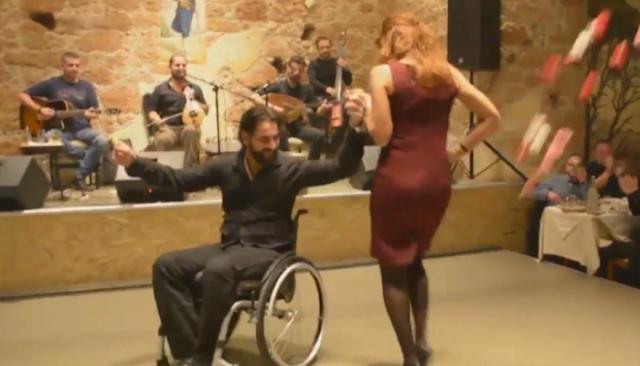 Καμαρώστε Τον Παλίκαρο! Σέρνει Τον Χορό Και Παραληρεί Ολόκληρο Το Διαδίκτυο