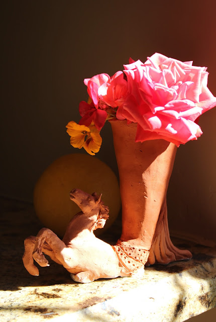 horse, vase, animal, bouquet, terracotta, Sarah Myers, orange, yellow, red, coral, nasturtiums, geraniums, rose, pelargoniums, sunlight, rhyton, ceramic, vessel, sculpture, arte, escultura, caballo, mane, decor, decorative, earthenware, salmon, clay, animal, figurative, side, rearing, pawing, flowers