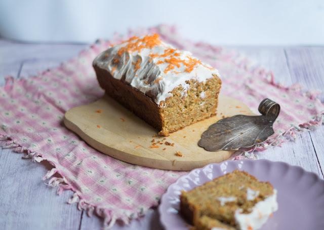 Gastbeitrag: Rezept: Ein wunderbar saftiger Rüblikuchen Möhrenkuchen Karottenkuchen Kuchen Möhren Karotten Rübli Zutaten Zubereitung saftig Nachtisch Dessert backen Kastenform