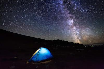 nightout-with-boyfriend-in-desert-land-with-open-sky-sparkling-stars