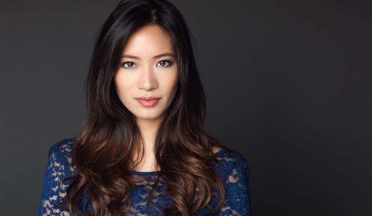 Black Lightning - Chantal Thuy to Recur