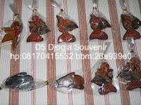 souvenir pernikahan murah, souvenir gantungan kunci wayang
