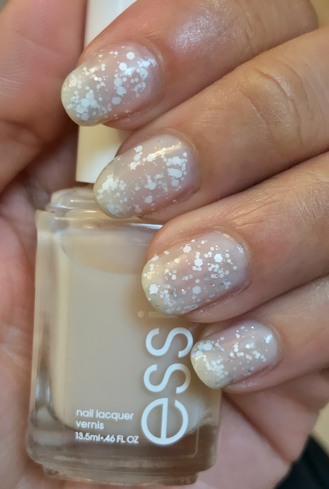 Annie\'s Nail Polish Adventures: Essie Allure + Whim Frosted Cupcake