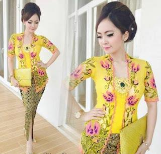 Baju Kebaya Wisuda Kuning Batik Klasik Model Baru
