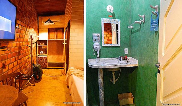Quarto e banheiro da Pousada Mar Aberto, Fernando de Noronha