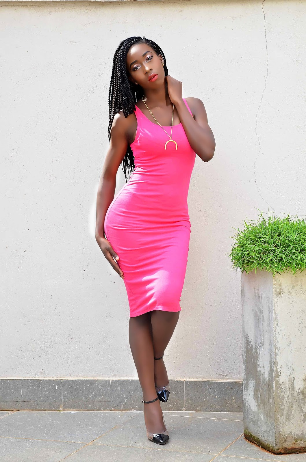 fuscia drsss, whatcolors to pair with your fuscia, colors that make a pick dress pop, how to style a pink dress, style with Ezil, Ezil, Kenyan fashion blogger.
