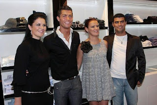 Cristiano Ronaldo dengan saudara dan saudari