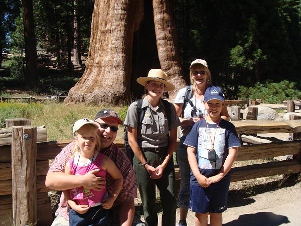 Wir im Partk der Mammut Bäume in Sequoia mit einem Ranger!
