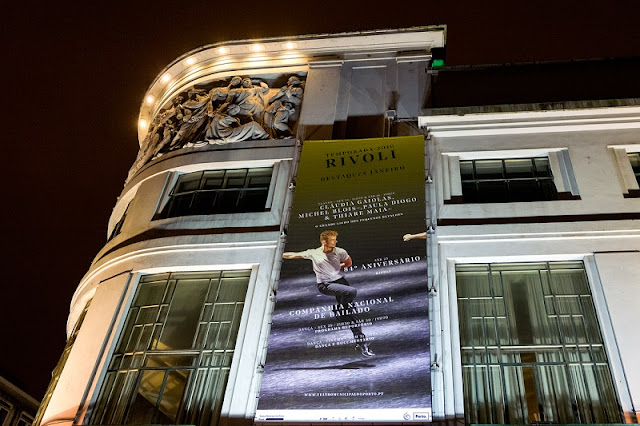 Cartaz no Teatro Rivoli no Porto