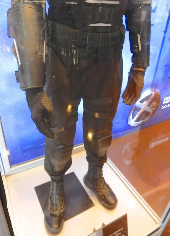 XMen Apocalypse Cyclops legs boots costume detail