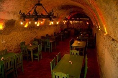 ambiente increible dentro de restaurante rancho y leña