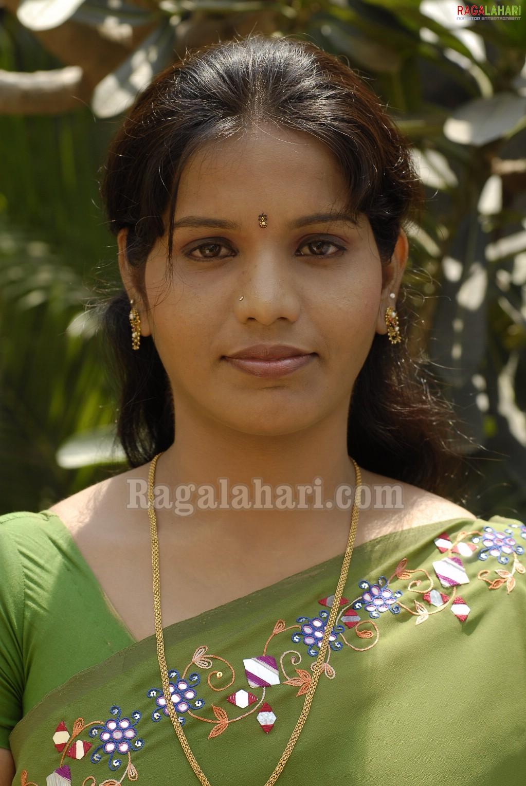 Indian Masala Actress Devi Sexy Saree Photos Indian -4741