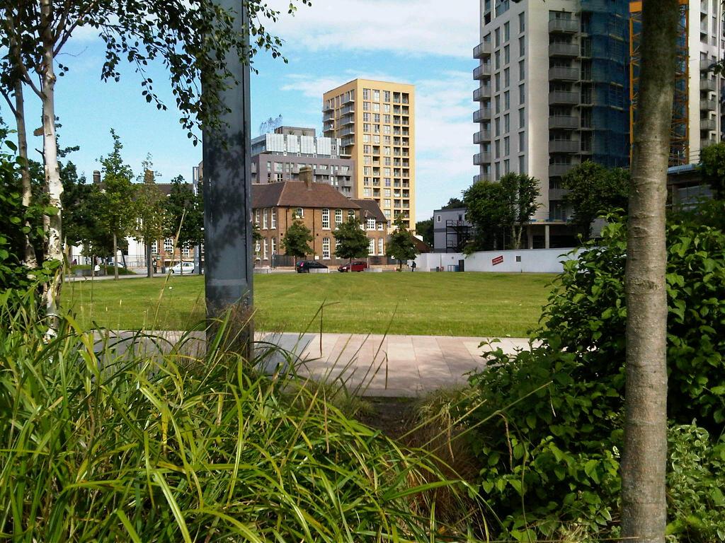 Secret Garden: Brockley Central: Greenspaces: Cornmill Gardens And River