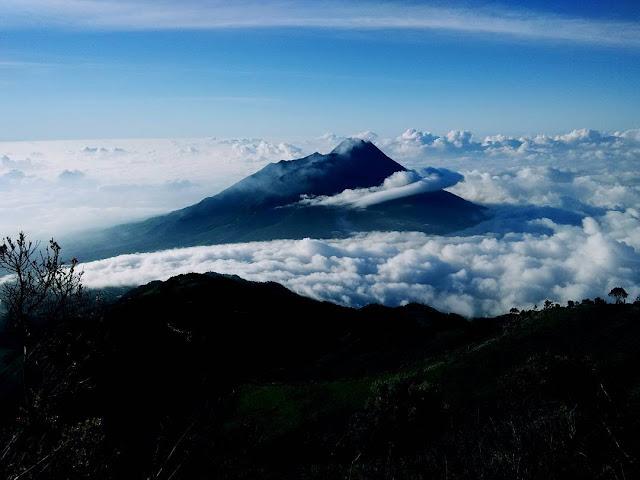 foto keindahan puncak gunung merbabu