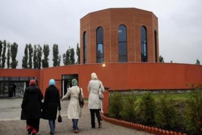 islamphobia: pemakai jilbab ada yang dipukul hingga di gigit