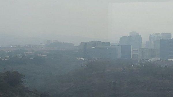 Ciudad de México alerta ante fuerte olor y capa de humo