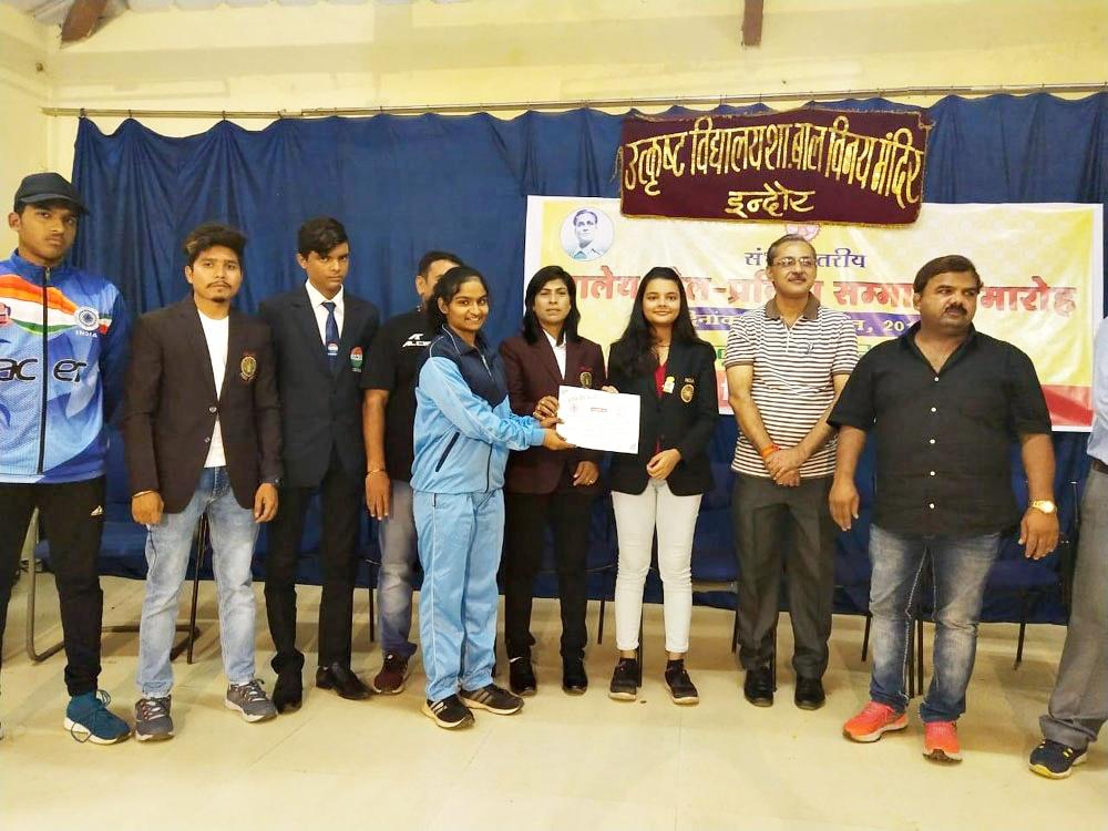 Alirajpur News-संभागीय सम्मान समारोह में जिले के दो खिलाड़ियों करण भूरिया व तनिषा मोरी का सम्मान