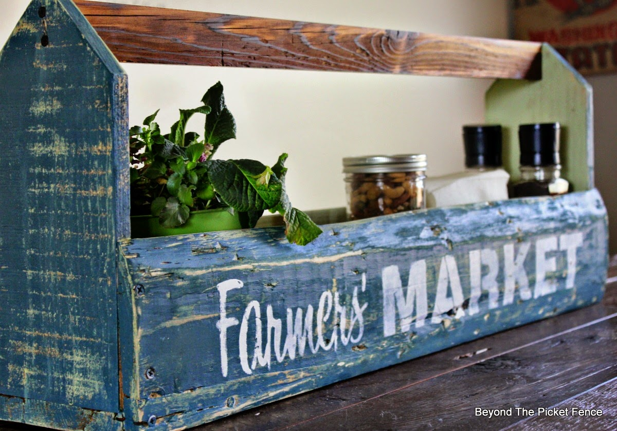 pallet wood, reclaimed wood, toolbox, fusion mineral paint, old sign stencils, beyond the picket fence, http://bec4-beyondthepicketfence.blogspot.com/2015/04/farmers-market-toolbox.html