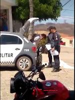 Luís-gomense tenta fugir da Polícia ao avistar viatura, em José Da Penha