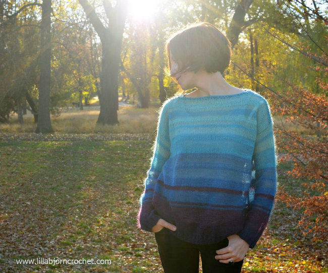 Free knitting pattern Blue Feather Sweater (photo by Lilla Björn's Crochet World) | Happy in Red