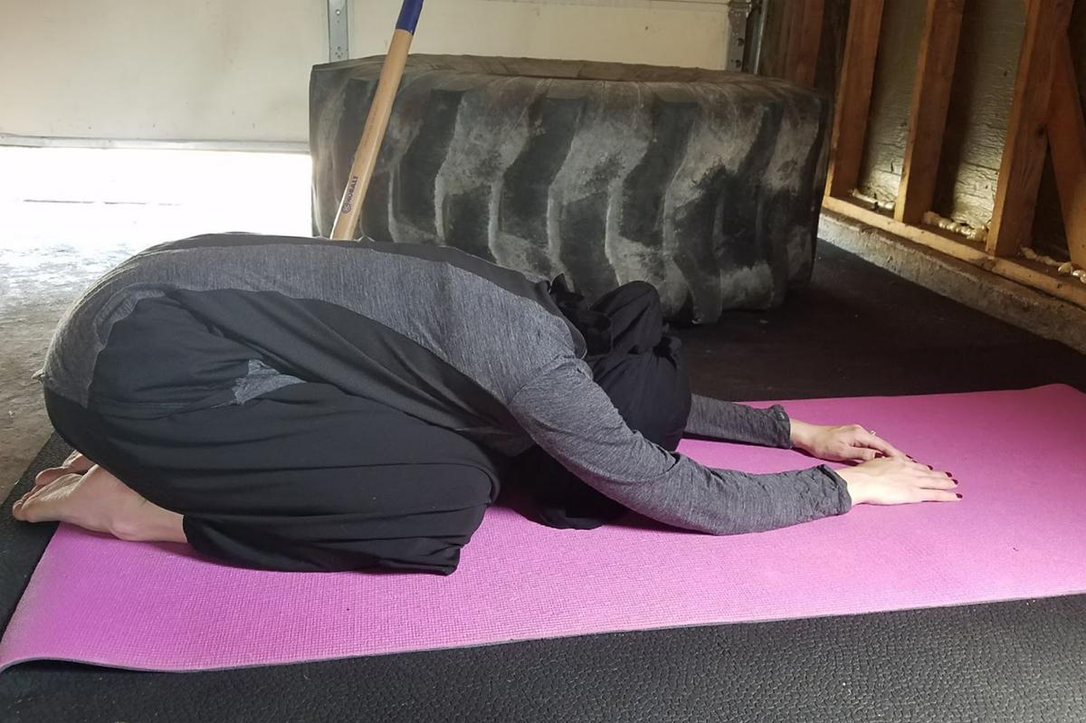 cara memakai cadar yang benar saat Pose Yogga di Gym