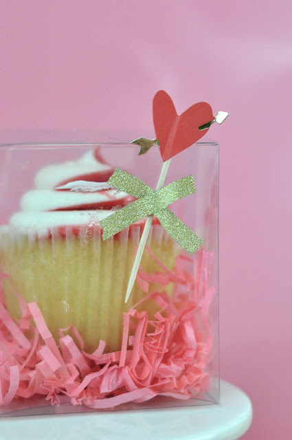 Valentine's Day Cupcake Toppers by Jen Gallacher from www.jengallacher.com #valentinesday #cupcaketopper #jengallacher