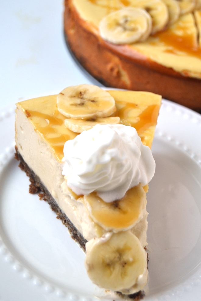 Banana Bread Cheesecake features a rich, creamy, Greek yogurt cheesecake with a banana bread crust combining two of your favorite treats in one for the perfect dessert! www.nutritionistreviews.com