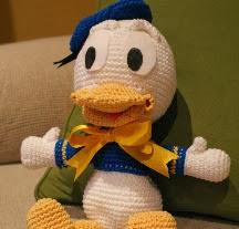 http://carisa82.blogspot.com.es/2012/04/patron-amigurumi-pato-donald.html
