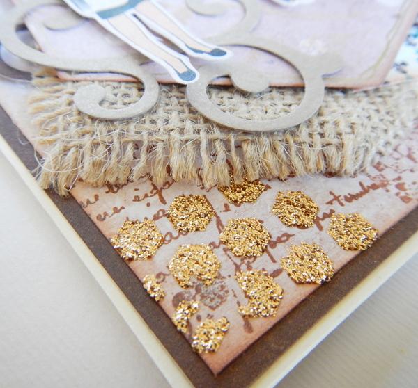 Złota pasta strukturalna na kawowej kartce