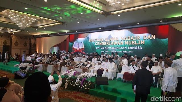 Ribuan Habaib dan Ulama Moderat Berkumpul Doa Bersama untuk Bangsa