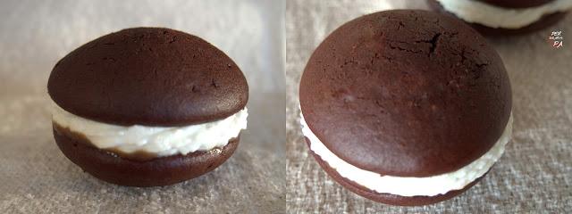 Galleta de bizcocho de chocolate rellena de crema de yogur y mascarpone con un toque de caramelo salado