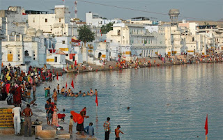 holy-dip-starts-at-pushkar