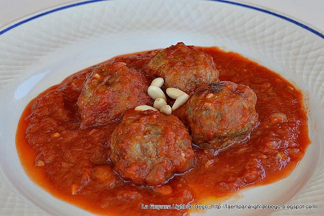 receta-de-albondigas-con-tomate-y-piñones