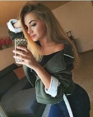 نشفات شعرها و لبسات حوايجها