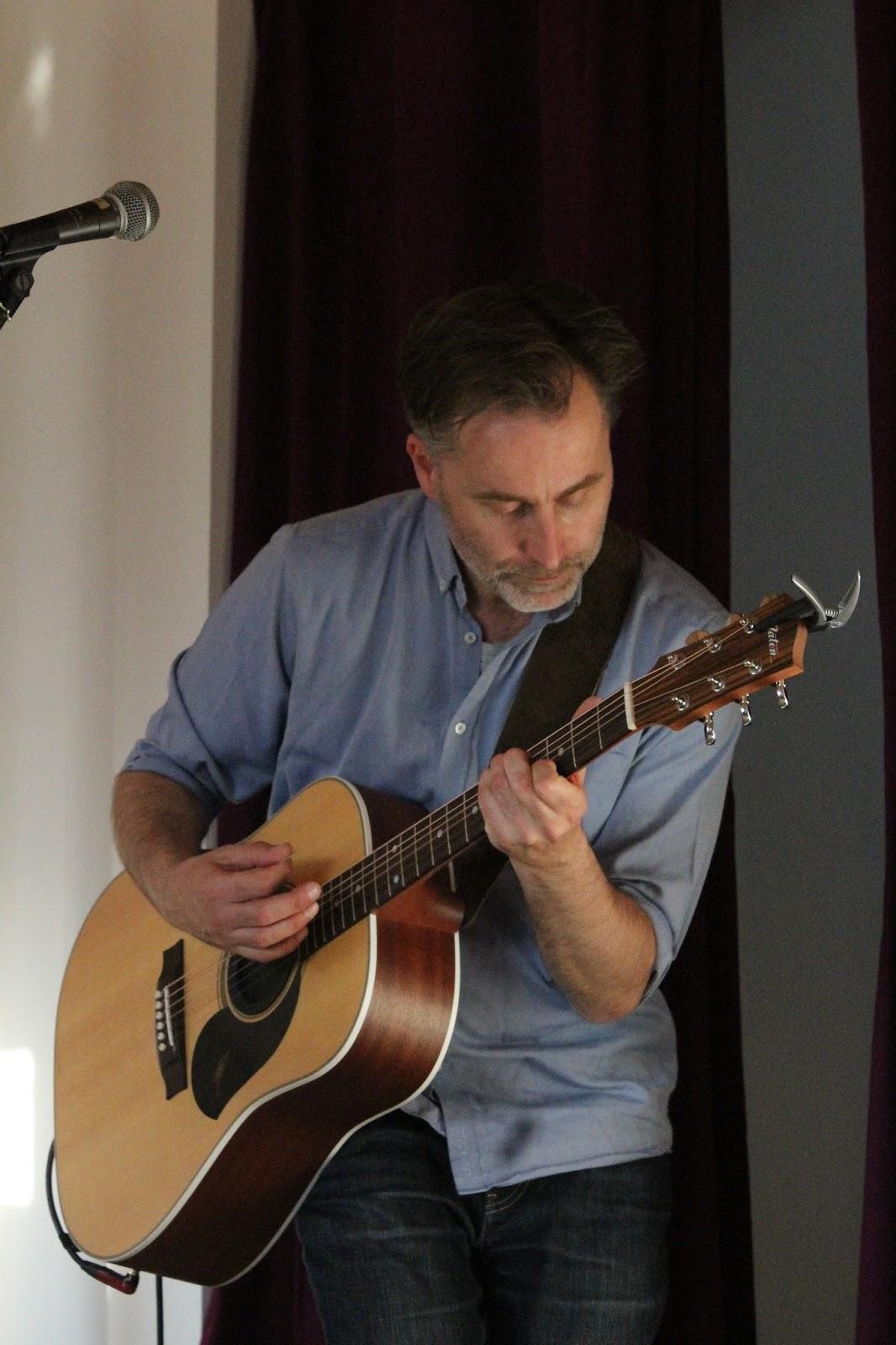 Vor Vielen Liedern Erzhlte Dirk Geschichten Ber Ihre Entstehung Oder Die Dahinter Beim Besten Stck Des Abends Pop Guitars Vom Aktuellen
