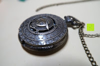 """Seite: AWStech Vintage """"one piece"""" Schädel Skelett Skull Quarz Tachenuhr Pocket Watch mit Halskette, Big Size, Beste Willkommen Geschenk"""