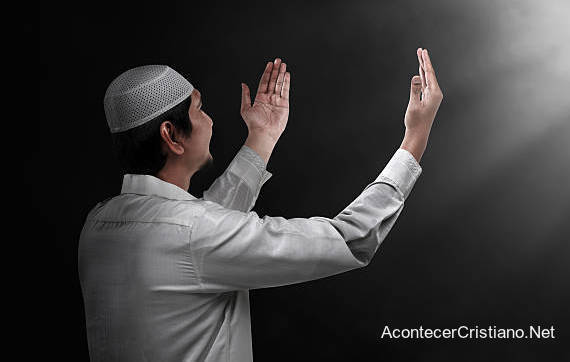 Musulmán conoce a Jesús tras leer la Biblia