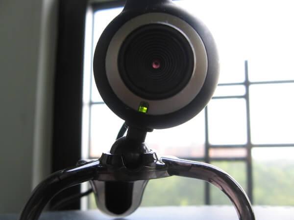 5 أشياء تحتاج إلى القيام بها لمعرفة ما إذا كانت كاميرا الويب خاصتك مخترقه أو لا