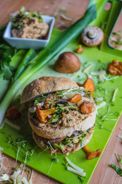 veganer Brotaufstrich mit Pfifferlingen und Sonnenblumenkernen
